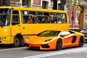 Примерно так отличается скорость междугороднего такси и автобуса | KiwiTaxi Blog