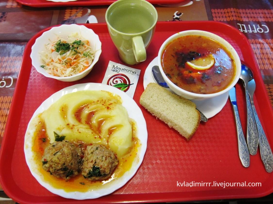 Обед в столовой Сочи