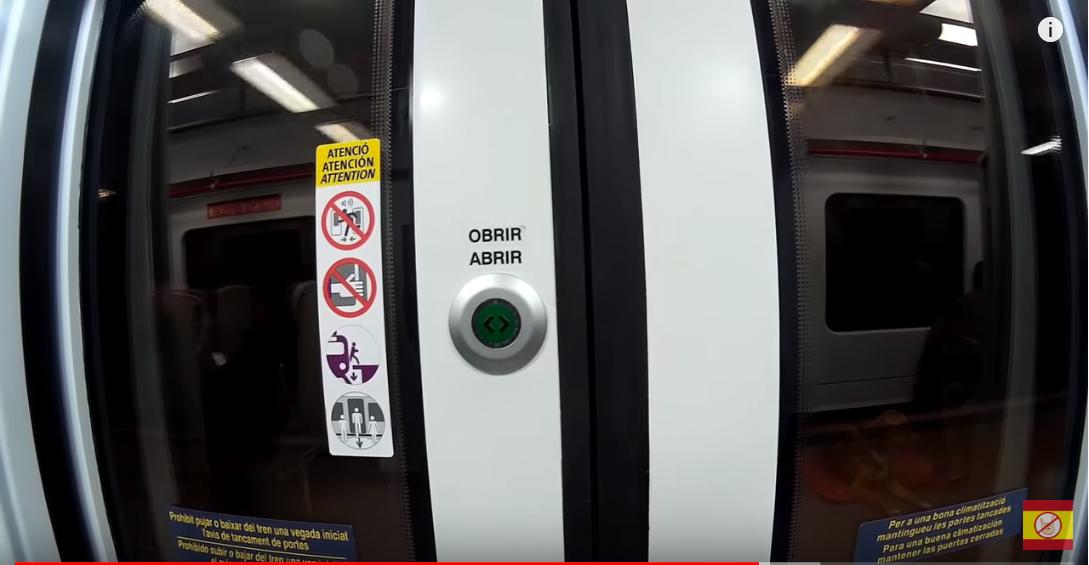 Кнопка в вагоне метро