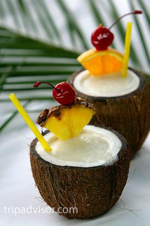 Коктейль в кокосовом орехе
