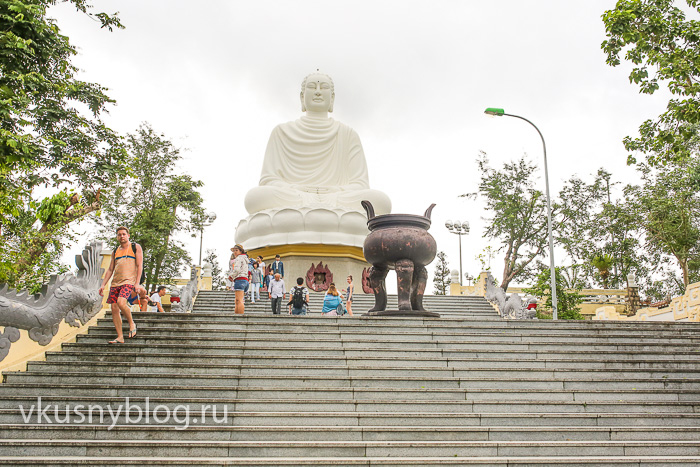 Будда у пагоды Лонгшон