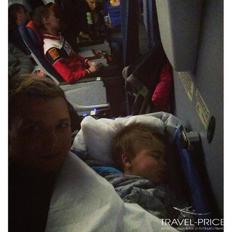 Люлька в самолете для грудничков